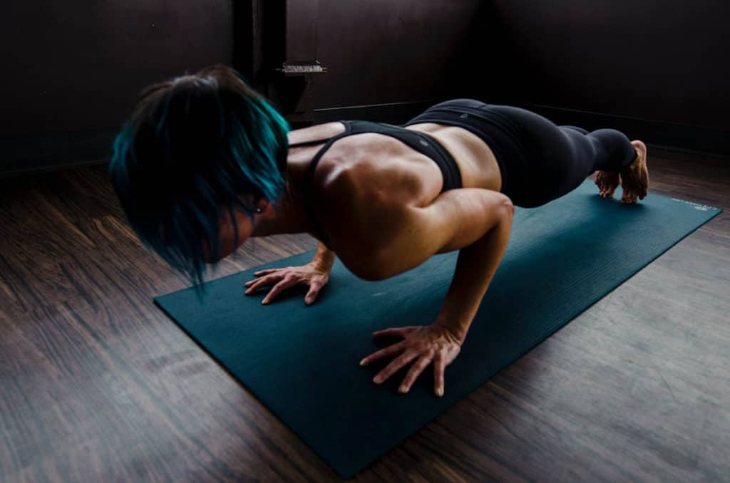Woman Doing Push-ups - How Many Push-Ups Should a 40-Year-Old Woman Do?